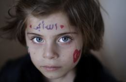 Aya Abdulhay, 5, de Alepo está refugiada en Azaz,, Turquía. (AP / Muhammed Muheisen)