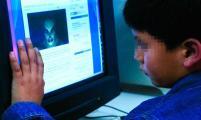 No lo olvide. Los niños deben tener la guía de los padres en el uso de las redes sociales.