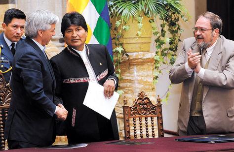 BOLIVIA :Los 100 mejores titulados serán becados a Harvard, Yale y Stanford.