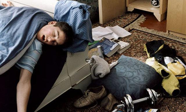 Adolescente invadido durmiendo adolescente