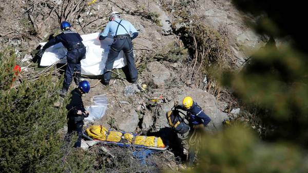 """Estremecedora revelación: el copiloto estrelló el avión """"intencionalmente"""""""