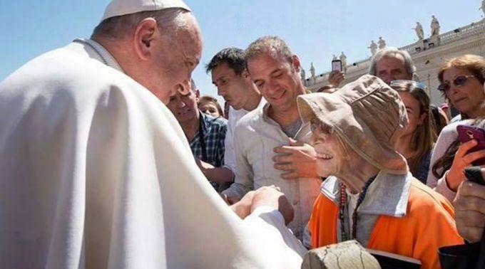 Abuela peregrina de 91 años se encontró con el Papa Francisco