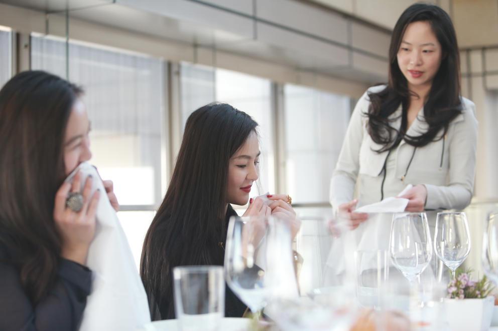 """""""Pronuncia Louis Vuitton"""": academias de buenos modales para nuevos ricos chinos  Leer más:  Pronuncia Louis Vuitton: academias de buenos modales para nuevos ricos chinos."""