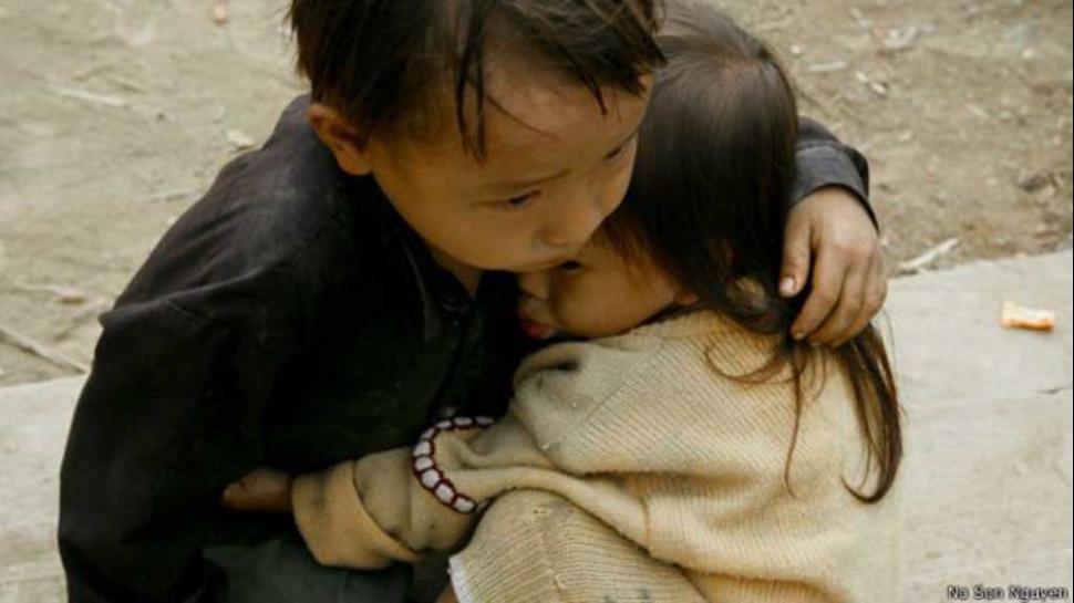 """La historia detrás de la conmovedora foto de los """"hermanos de Nepal"""" que se viralizó –"""