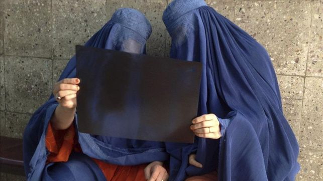 El Gobierno holandés prohíbe el uso de burkas y niqabs en escuelas y hospitales