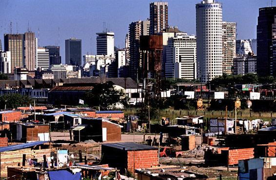 Las villas de Buenos Aires, invisibles en la campaña electoral –