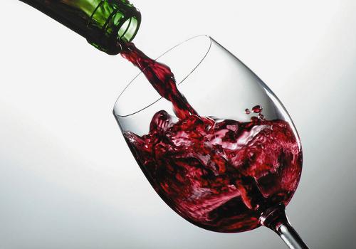 ¿Sabías que tomar una copa de vino al día equivale a una hora de ejercicio?