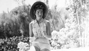 Onassis Orquestó El Célebre Desnudo De Su Mujer Jackie Magazine