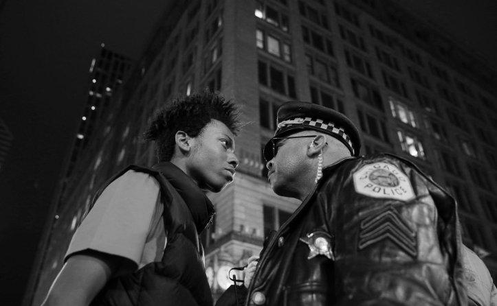 Tercer premio de la categoría Problemas Contemporáneos, John J. Kim. Marcha contra la violencia policial en Chicago