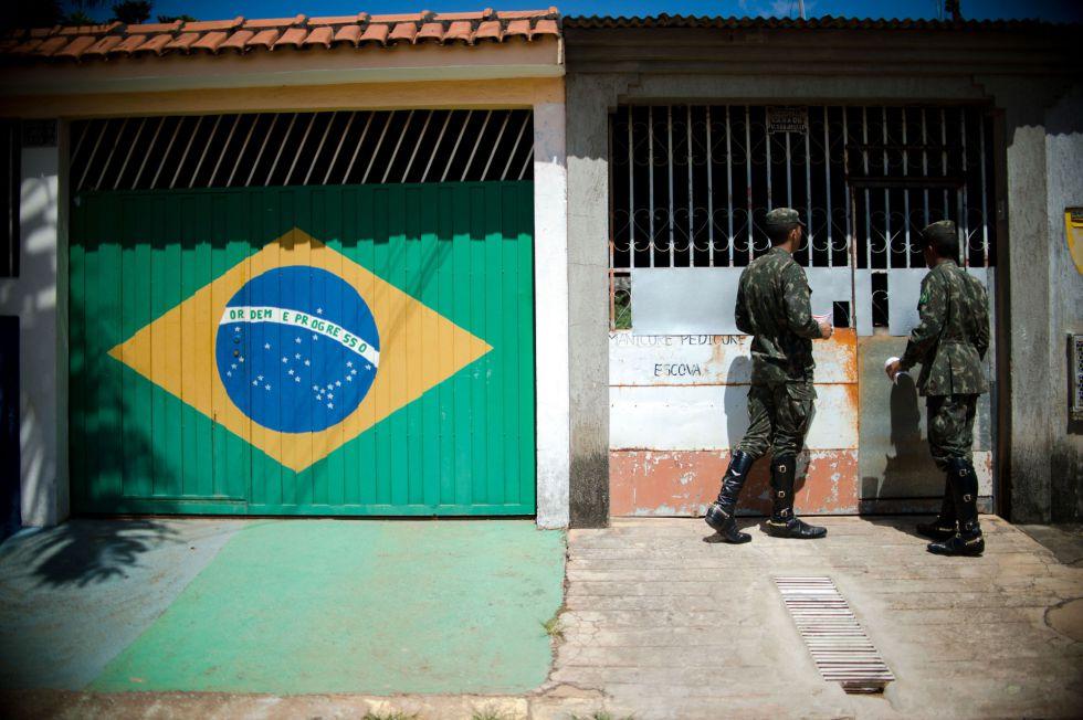El 60% de las Fuerzas Armadas en Brasil salen a la calle a combatir el zika | EL PAÍS