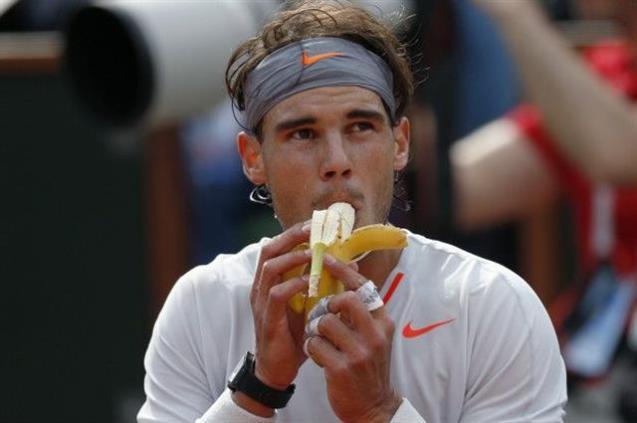 La banana es un alimento esencial para los deportistas porque es compacta, fácil de comer y aporta cantidad de nutrientes y energía