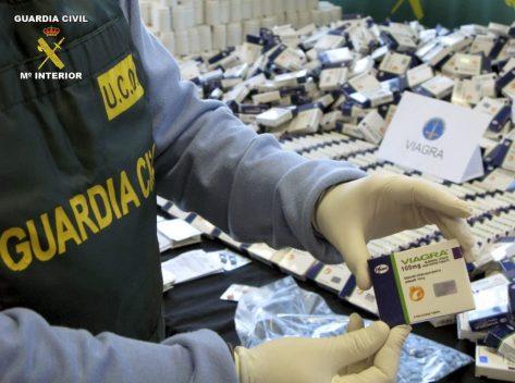 Incautación policial de un lote de 90.000 pastillas de Viagra falsa. (EFE)