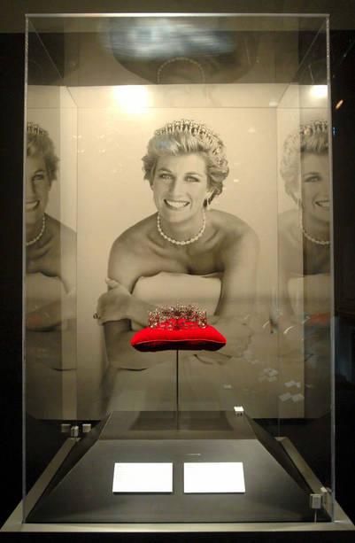 Una tiara -realizada en 1840 en oro, plata y diamantes- que fue propiedad de la princesa británica Diana de Gales./ EFE