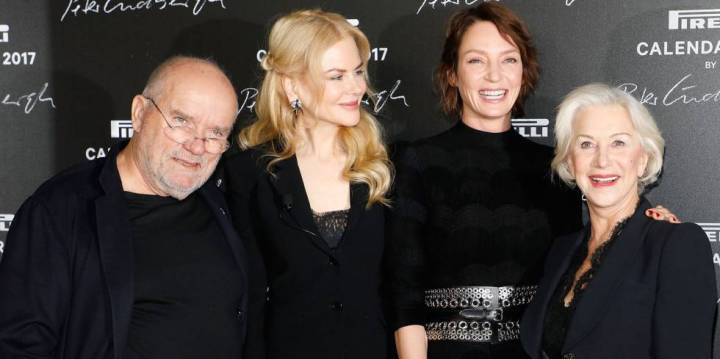De izquierda a derecha: el fotógrafo Peter Lindbergh y las actrices Nicole Kidman, Uma Thurman y Helen Mirren, este martes en la presentación del Calendario Pirelli en París.