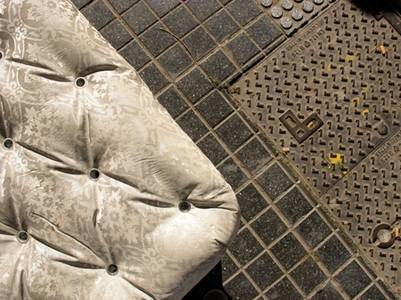 BANCO BUENOS AIRES. Detalle del trabajo en hormigón y aluminio anodizado.