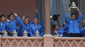 El equipo campeón, en el balcón de la Casa Rosada