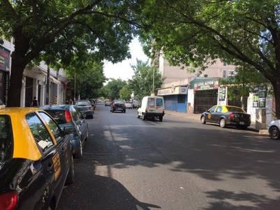 La calle Donato Alvarez, pasando Tres Arroyos, que estaba cerrada al tránsito cuando fue el robo.