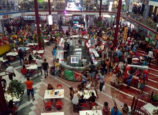 Área de gastronomía de la Plaza Carlos III (Foto: Ana León)