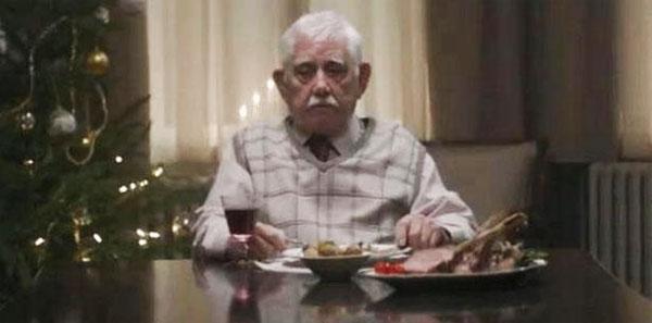 anciano-solo-navidad