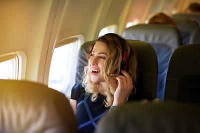 Mientras apretadas están las butacas, más desalineado suelen estar los asientos respecto de las ventanillas (Getty Images).