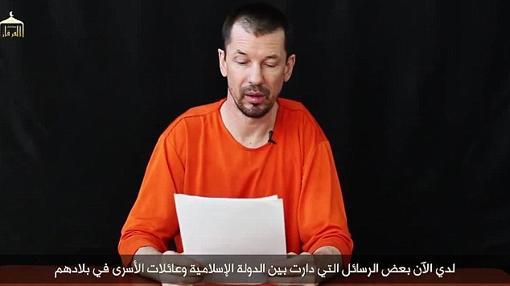 Cantlie, cuando vestía el mono naranja que simulaba las ropas utilizadas por los presos de Guantánamo