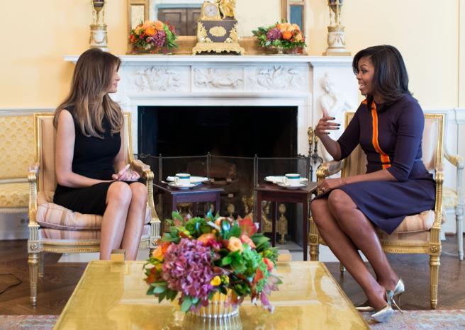 Michelle Obama y Melania Trump en la Sala Oval de la Casa Blanca el asado 10 de noviembre de 2016.