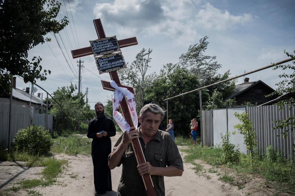 Proyectos a Largo Plazo, primer premio. El funeral deVanya Ermilov (7), que fue asesinado en Luhanskaya .Valery Melnikov, Rossiya Segodnya