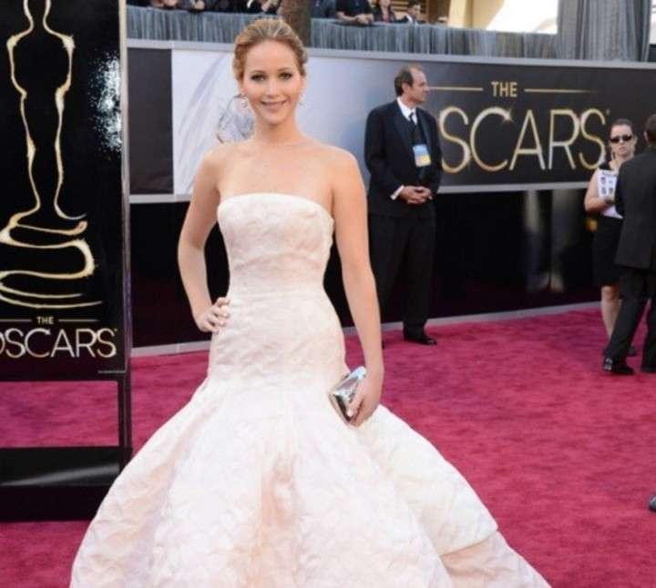 5 vestidos inolvidables de la alfombra roja de los Oscar