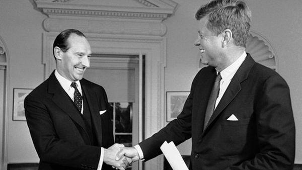 David Ormsby-Gore fue embajador británico en Washigton y un hombre de confianza para el presidente John F. Kennedy. (Bob Schutz/AP)