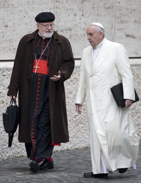 El Papa Francisco (d) conversa con el titular de una comisión asesora sobre abusos sexuales, cardenal Sean Patrick O'Malley, en el Vaticano. (Andrew Medichini / AP)