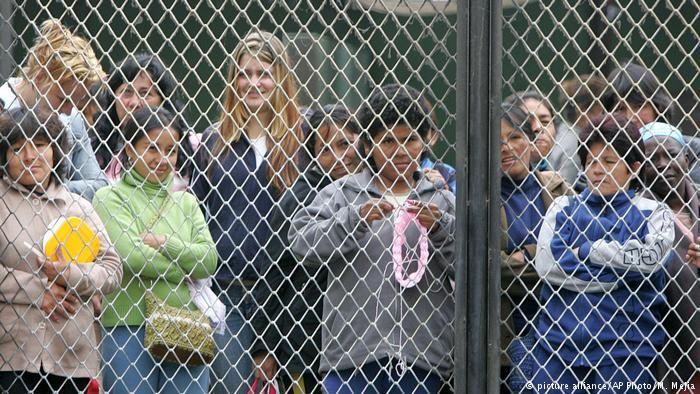 Peru Frauengefängnis in Lima (picture alliance/AP Photo/M. Mejia)
