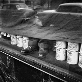 El trabajo de Maier como niñera la permitió realizar hallazgos visuales en las calles de Chicago y Nueva York