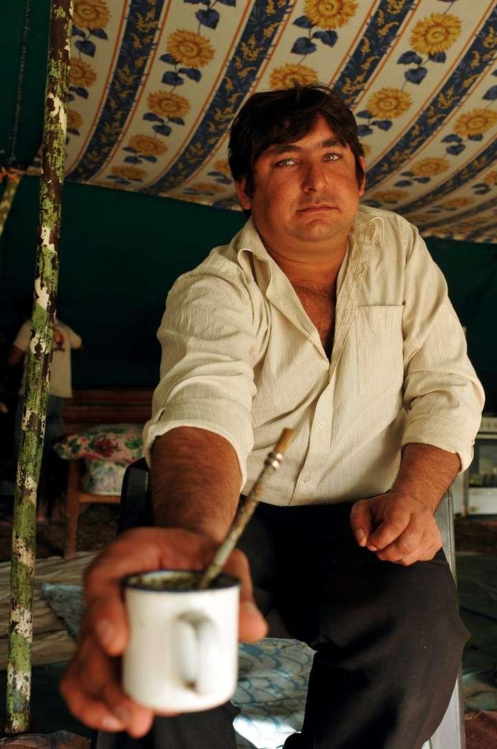 Vida de gitanos: son 300 mil en el país y cargan con el peso de la mirada ajena