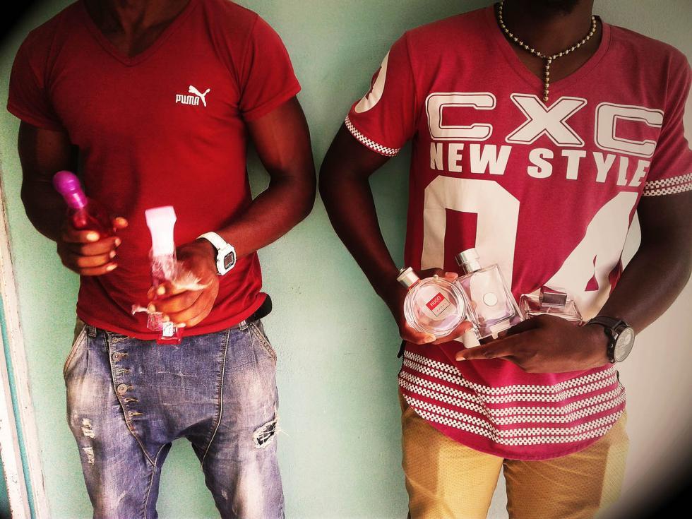 Compradores de pomos de perfume vacíos