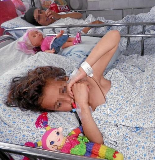 Una niña siria se recupera en un hospital israelí