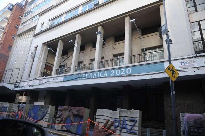El gremio de los porteros ofreció US$ 11,5 millones por la sede de Hebraica en Once y hay polémica