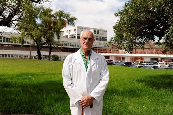 """Un """"héroe"""" de los chicos: trasplantó 50 corazones en el Garrahan"""
