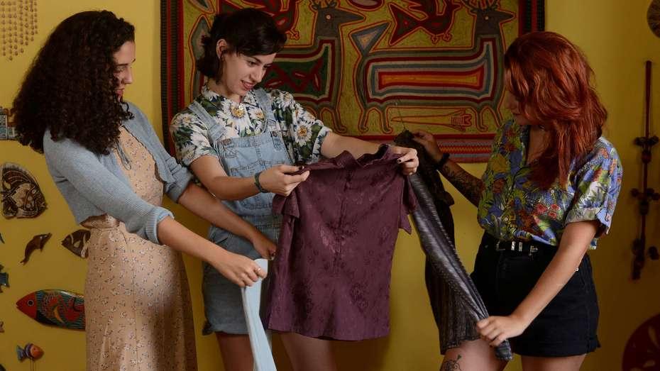 Consumo anti shopping: las chicas que solo compran ropa usada