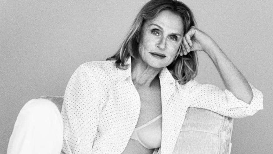 Calvin Klein eligió a una modelo de 73 años para su campaña de ropa interior