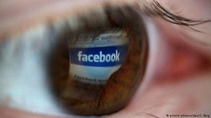 Facebook Nutzer Symbolbild (picture-alliance/dpa/O. Berg)