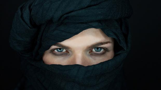 Imagen de archivo de una mujer con burka