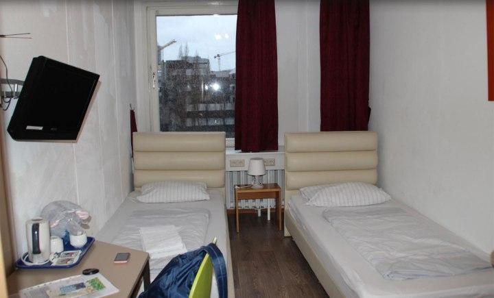 Una cama en la habitación más barata cuesta unos 17 euros y el desayuno 5. Se calcula que el hotel paga 38.000 euros al mes al gobierno norcoreano (TripAdvisor)