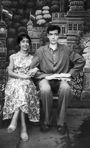 Aurora Bernárdez y Julio Cortázar, en India en 1956.