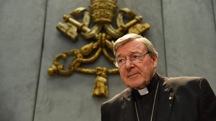 El cardenal Pell niega las acusaciones de pederastia pero irá al juicio en Australia