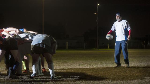 José Luis Albanese en el entrenamiento del equipo de rugby de veteranos de su club de la infancia