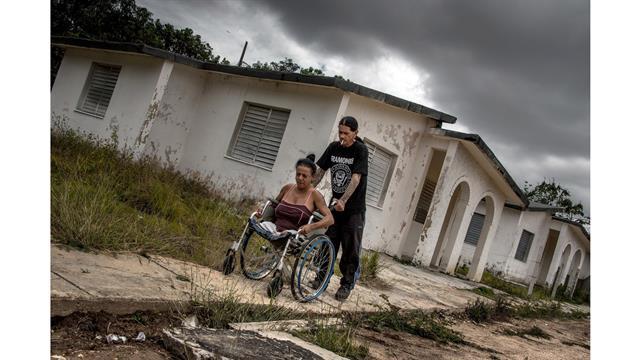 Gerson y Yoandra llegan a su hogar, un antiguo sanatorio para pacientes con VIH, en Pinar del Río