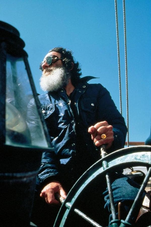 Un verdadero hombre de mar, O´Neill confesó que hubiese preferido dedicarse a la pesca antes que a crear un imperio deportivo