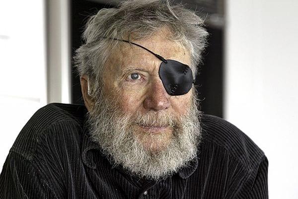 O'Neill perdió la visión en su ojo izquierdo tras un accidente de surf en 1971. (Dan Coyro / AP)