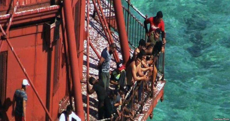 """Viajan finalmente hacia Australia los llamados """"balseros del faro"""""""