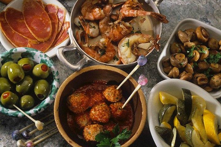 A propósito del Día Mundial de la Tapa que se acaba de celebrar en Buenos Aires, nuestro experto nos cuenta los entretelones del certamen y -de paso- nos ofrece una breve introducción al gran invento de la cocina española.